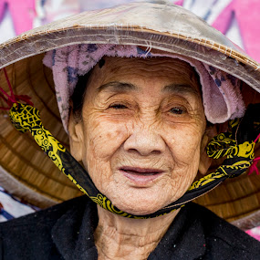 Old Woman in the Market, portrait by Andre Minoretti - People Street & Candids ( portraits of women, asia, vietnam, hochiminh-city, street-life, Travel, People, Lifestyle, Culture )