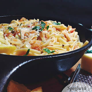 Spaghetti and Clams with Fresh Tomato Sauce.