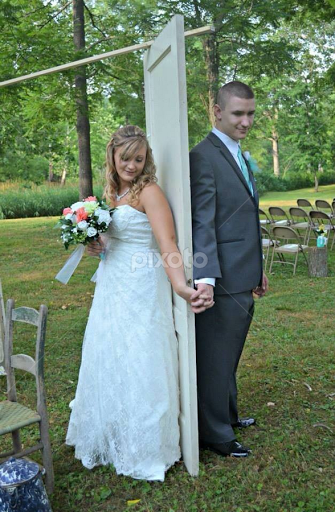 Can't see the bride before the wedding but they wanted to hold hands
