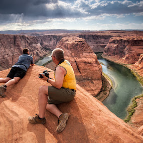 Viewing from the edge by Buddy Eleazer - Landscapes Deserts ( horseshoe canyon, page, arizona )
