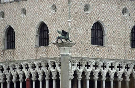 Doge's palace - Ornate brickwork at Doge's Palace.