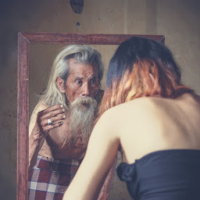 Magic Mirror  by Andi Kurniadi - Novices Only Portraits & People ( mirror, reflection, fine art, chess, human interest, old man, conceptual, people )