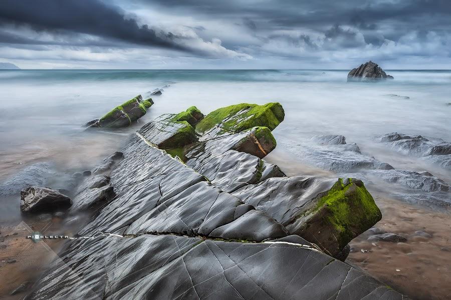 WET ROCKS / HÚMEDAS ROCAS by Juan PIXELECTA - Uncategorized All Uncategorized ( barrika, sea, mar, beach, spain )