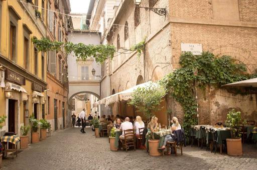 via-di-san-callisto-rome-italy -  Via Di San Calisto in Rome, Italy.