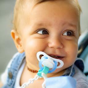 Smiling Gabriel by Ricardo Rocha - Babies & Children Toddlers ( d200, color, baby, smile, portrait )
