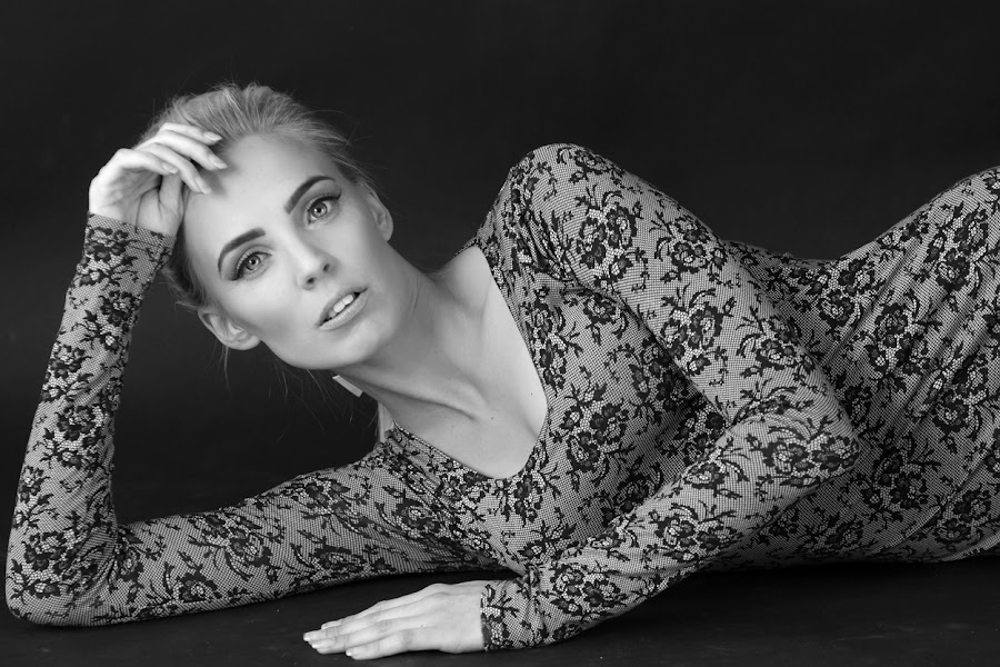 Sarah by Alistair Cowin - Black & White Portraits & People