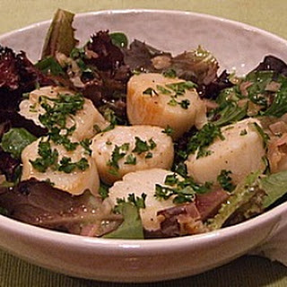 Lemon- Shallot Scallops Over Greens