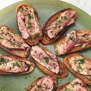 Steak au Poivre Toasts