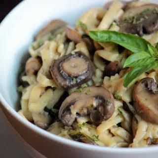One Pot Mushroom Garlic Linguine.