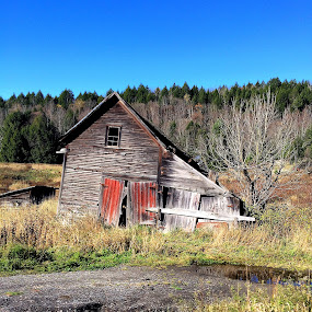 Run down  by Mike Tapley - Buildings & Architecture Homes ( building, barn, garage, vermont )
