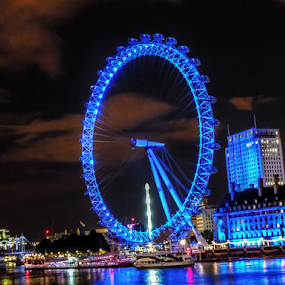 London eye by Andrea Conti - City,  Street & Park  Vistas ( uk, londra, wheel, boats, cityscape, united kingdom, tamigi, city, nightscape, lights, urban, london eye, london, thames, night, river )