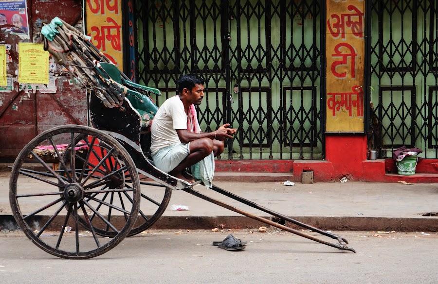 Resting on his ride by Caesar Jees - People Street & Candids ( vehicle, street, rickshaw, people, heritage, city )