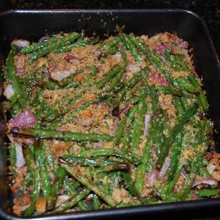 Green Beans with Red Onion and Bread Crumbs