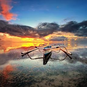 Spider Boat Bali by Arya Satriawan - Landscapes Sunsets & Sunrises ( bali, national geographic, spider, sunrise, beach, landscape, boat, slow speed, colorful, mood factory, vibrant, happiness, January, moods, emotions, inspiration )