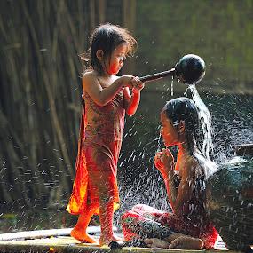 mandi pancuran by Deny Satria - Babies & Children Children Candids ( indonesian, village, fountain, children, traditional, shower )