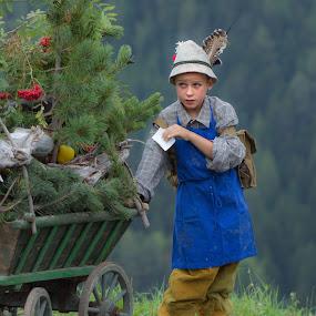 Almabtrieb in South Tyrol by Eva Lechner - Babies & Children Children Candids ( south tyrol, almabtrieb, candid, boy, portrait )