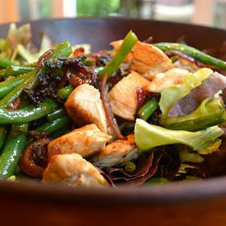 Salad with Warm Chicken, Bacon, Green Beans and Red Onion.