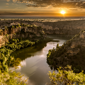 Sunset in Duratón river canyon by Jesús Municio - Landscapes Sunsets & Sunrises ( parque natural del río, agua del río, hoces del duratón, segovia, castilla, atardecer, españa atardecer, spain, Lighting, moods, mood lighting, fall, color, colorful, nature, , mood factory, lighting, light, bulbs, mood-lites )