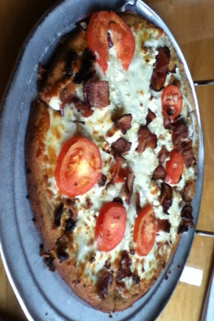 Got the white gluten free pizza and added bacon! Was amazing!!