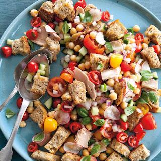 Panzanella Salad With Tomatoes,  Chickpeas & Tuna.