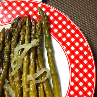 Asparagus With Onion And White Wine.