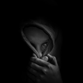 Who´s behind? by Annelie Hallberg - Black & White Portraits & People ( emotional, black and white, nikon, boy, portrait,  )