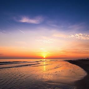 L'alba di un nuovo giorno by Massimiliano Giuliani - Landscapes Beaches