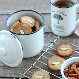Grain-free Almond Cookies.