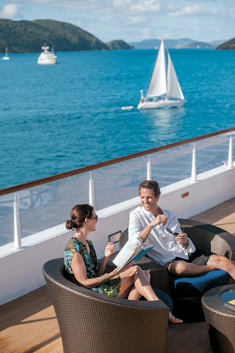 Tere-Moana-sundeck - Lounge around, watch the passing parade of sights and meet other guests on the sundeck aboard Tere Moana.