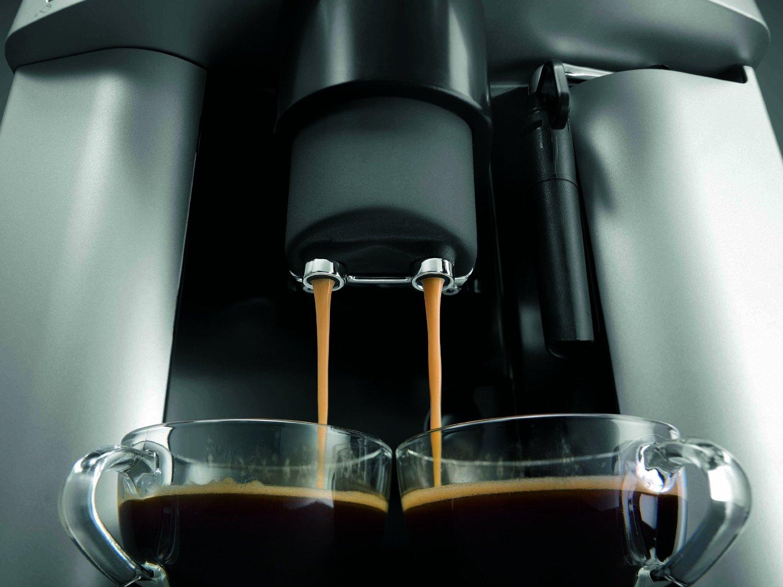Es una cafetera con una calidad increible. Puedes ajustar el molinillo, la cantidad de café y de agua para obtenerlo de la forma que más te guste.
