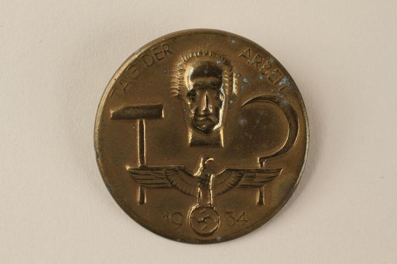 Vintage Deutschland German Tag Der Arbreit Labor Day Badge Germany 1934