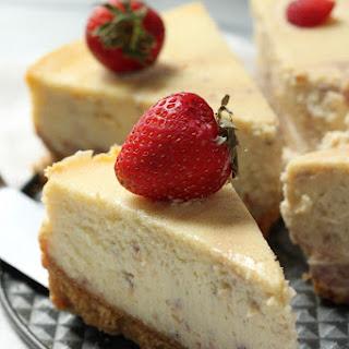 Roasted Strawberry Greek Yogurt Cheesecake.