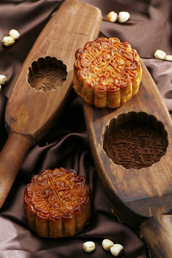 Hong-Kong-mooncakes - A Cantonese mooncake, considered a must-have delicacy during the Mid-Autumn Festival, has rich, thick filling usually made from red bean or lotus seed paste.