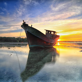 sunrising by I Made  Sukarnawan - Landscapes Sunsets & Sunrises ( sunset, sunrise, landscape )