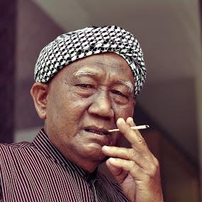Bos Aku Punya Pakcik by aRie Fitri - People Portraits of Men ( punya, aku, boss, bos, uncle, pakcik,  )