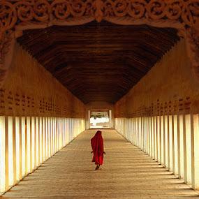 the corridor... by Roberto Nencini - Buildings & Architecture Architectural Detail