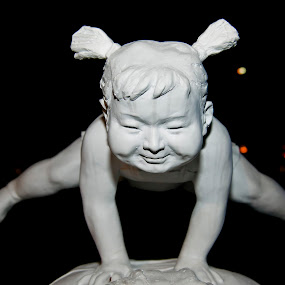 Balancing baby Statue by Foo Fok - Artistic Objects Still Life