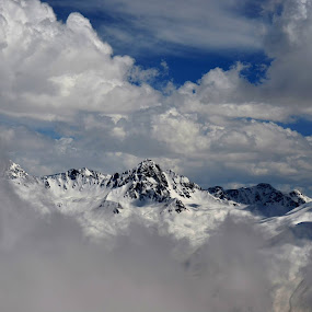 Cloudy surroundings. by Abhishek Shirali - Landscapes Mountains & Hills ( clouds, mountains, snow, kashmir, india, gulmarg, himalayas )