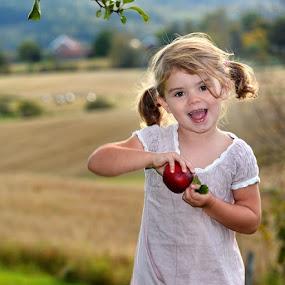Happy Apple season by Stine Engelsrud - Babies & Children Child Portraits ( ahd_photo, ig_kids, all_my_own, spesial_shots, world_shotz, allshots_, stunning_shots, ilovenorway_akershus, wu_norway, ic_nature, icatching, igw_nature, ig_norway,  )