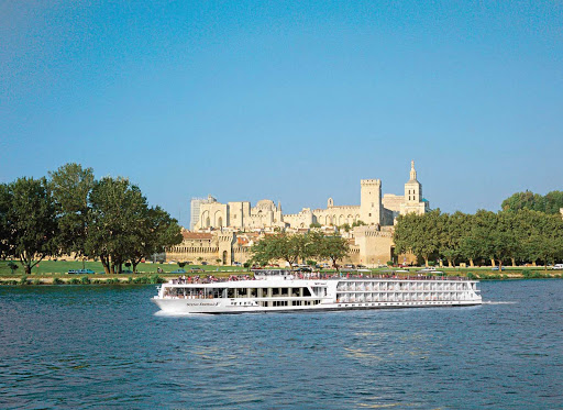 Scenic Emerald passengers will be in awe once the ship reaches the banks of Avignon, with the magnificent Pope's Palace as the backdrop.
