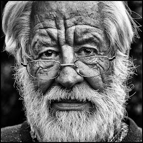 Voornaam by Etienne Chalmet - Black & White Portraits & People ( black and white, street, men, people, portrait,  )
