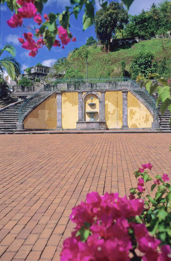 Saint-Pierre-Martinique-2 - In addition to its beautiful sandy beaches, Saint Pierre also has offers alcoves, fountains and botanical gardens.