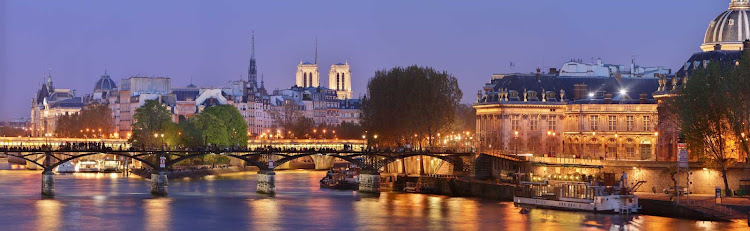 A wonderful evening capture of Pont des Arts, the pedestrian bridge over the River Seine in Paris. It links the Institut de France and the central square of the Louvre. You can also see Notre Dame and Sainte-Chapelle.