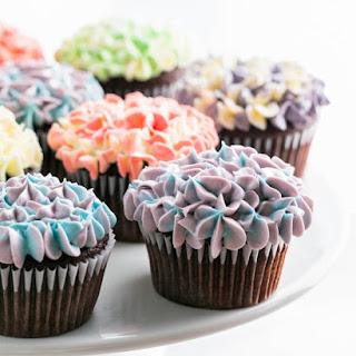 Easy and Delicious Hydrangea Cupcakes