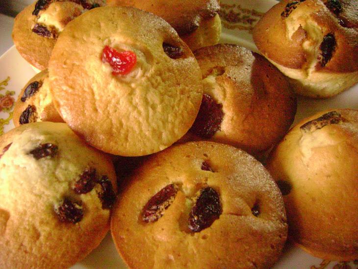 Red Fruit and Raisin Muffins Recipe