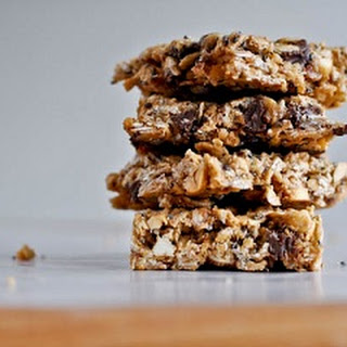 Quick and Easy Peanut Butter Granola Bars via How Sweet It Is