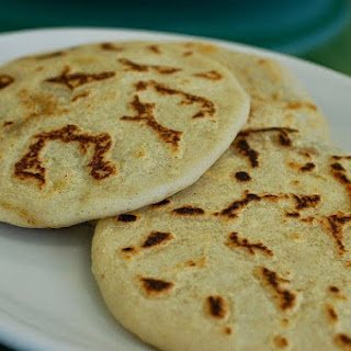 Pupusas de Queso recipe (cheese filled corn tortillas) an El SalvadoranTreat