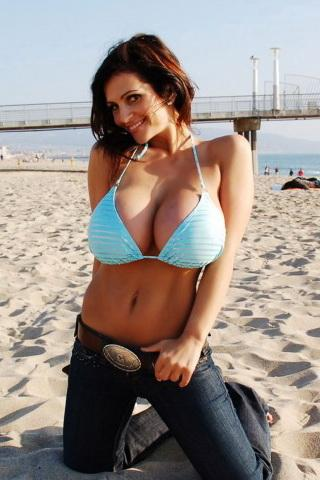 Supergirl-Denise Milani - screenshot