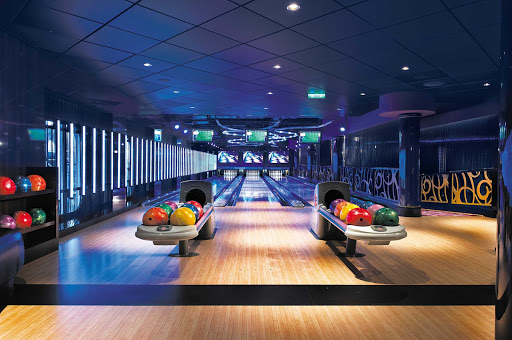 Have fun bowling with the family at Norwegian Epic's two bowling alleys.