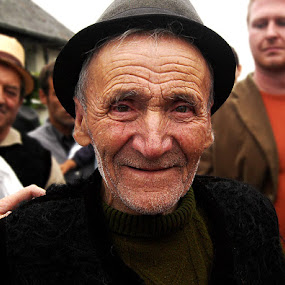 by Kajsa Karlsson - People Street & Candids ( wrinkles, old, happy, rumania, old man, baia mare, smile, man, smiling, colorful, mood factory, vibrant, happiness, January, moods, emotions, inspiration )